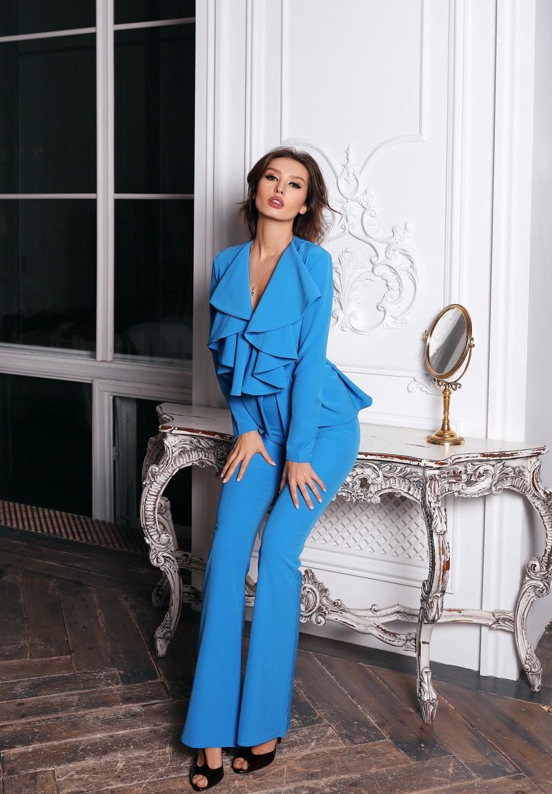 Голубой костюм брюки и кофта с баской Madison Avenue (Арт 291)