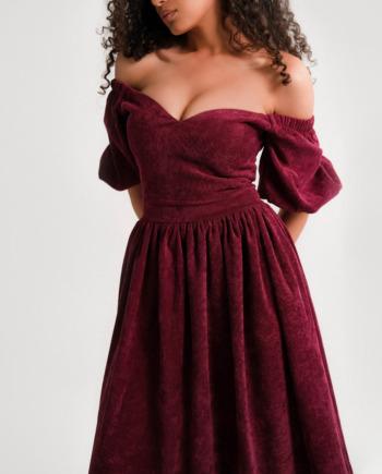 Бордовое Платье миди с открытыми плечами из вельвета leelegance  (Арт 247)