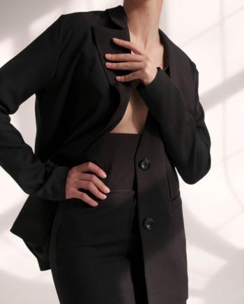 Чёрный костюм юбка и пиджак с декоративным элементом Nantes (Арт 425)