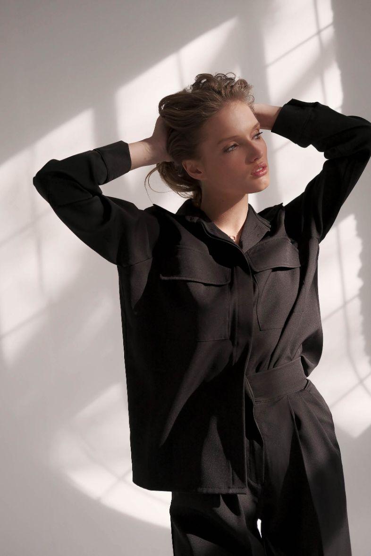 Чёрный костюм-двойка прямого кроя с рубашкой Toulouse (Арт 422)