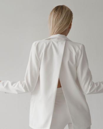 Молочный костюм брюки и пиджак с разрезом на спине Trieste  (Арт 413)